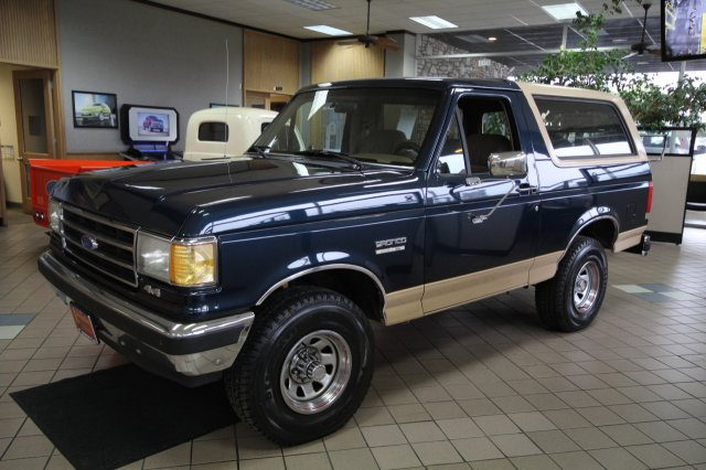 Ford Bronco Custom