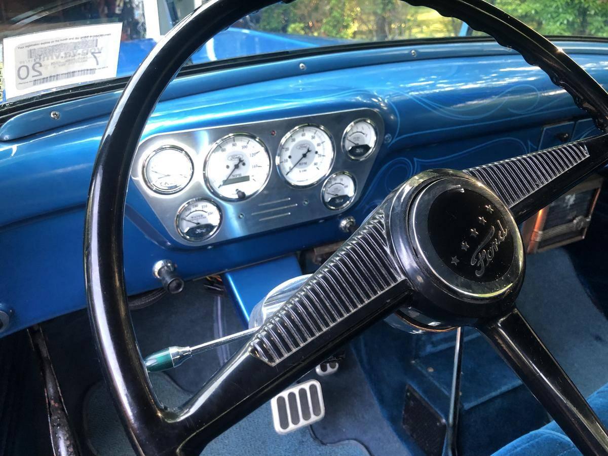 Ford F100 V8 1955 prix tout compris