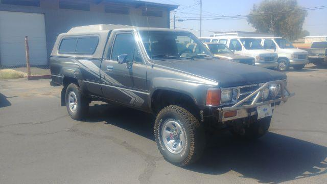 Toyota Pickup Dlx reg. cab long bed 4wd 1988